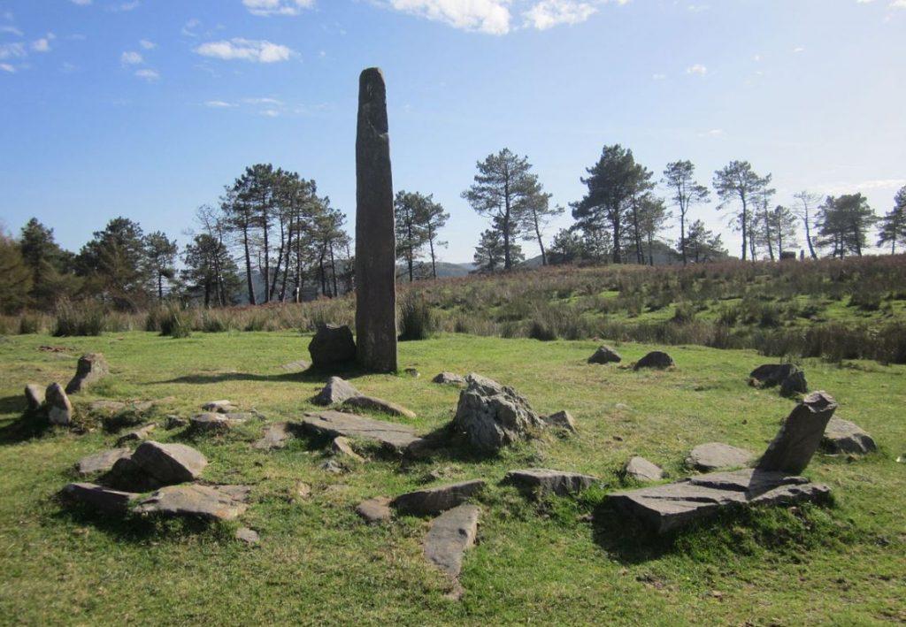 Le cromlech et le menhir d'Eteneta (Pays basque).